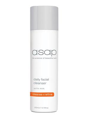 <p>Deeply cleanses skin of makeup and impurities. The fragrance free formulation contains AHAs to loosen dead skin cells, leaving skin refreshingly clean and smooth.</p> <p><strong>BENEFITS</strong></p> <p>Gently cleanses, removes makeup (including eye makeup) and washes away impurities in one action, without drying or irritating the skin.</p> <p>An oil-free, non-comedogenic formulation.</p> <p>Contains White Tea, a powerful antioxidant with anti-ageing properties, which helps to protect against free radical damage and leaves skin feeling fresh and clean.</p> <p>Eliminates the need for a toner.</p> <p>Protects skin from the damaging effects of daily pollution.</p> <p><strong>SUITABLE FOR</strong></p> <p>All Skin Types</p>